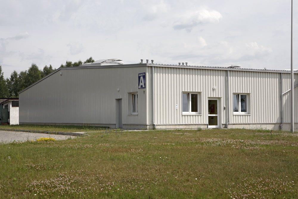 zbliżenie na część wejściową - hala produkcyjno-magazynowa, dla Deltim, Częstochowa, woj. śląskie