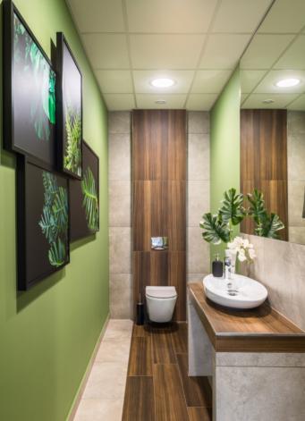 aranżacja toalety - hala produkcyjno-magazynowa z budynkiem biurowym, dla firmy DreamPen, inwestycja w Zielonej Górze