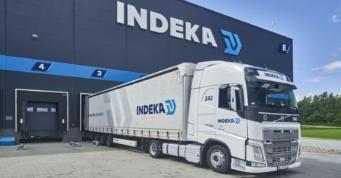 rozładunek transportu w hali logistycznej - centrum logistyczne, dla Indeka Logistic City, generalny wykonawca CoBouw Polska, Płaszewko, woj. pomorskie