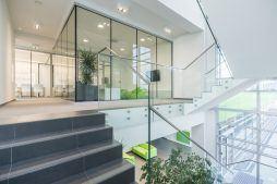 klatka schodowa - hala magazynowa z budynkiem biurowym, dla Sun Garden Poland, Malanów
