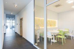 korytarz 1 - hala magazynowa z budynkiem biurowym, dla Sun Garden Poland, Malanów