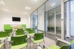 sala konferencyjna - hala magazynowa z budynkiem biurowym, dla Sun Garden Poland, Malanów