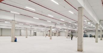 instalacje na parterze hali - hala produkcyjno-magazynowa, projekt i budowa CoBouw Polska, dla producenta materacy i mebli, w Malanowie, woj. wielkopolskie