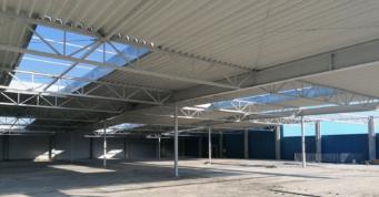 zadaszony strop hali - dwukondygnacyjna hala produkcyjno-magazynowa, dla Sun Garden Polska, producenta materacy, Malanów, woj. wielkopolskie
