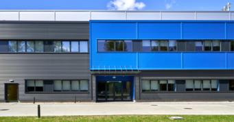 front budynku socjalno-biurowego - zakład produkcji tworzyw sztucznych, Sirmax Polska, inwestycja w woj. łódzkim