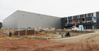 prace przy budowie budynku biurowego - pierwszy etap inwestycji, dla firmy Turenwerke, budowa w Stanowicach, w woj. śląskim
