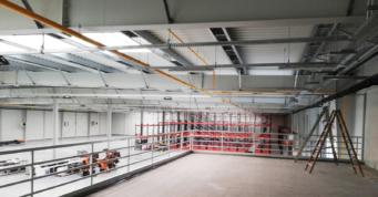 antresola w hali Turenwerke - zakład produkcyjny, z nowoczesnym budynkiem biurowym, wybudowany dla Turenwerke, w Stanowicach, w woj. śląskim