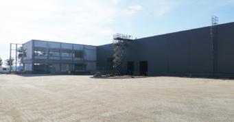 zaawansowane prace przy budowie hali i biurowca - hala, dla Turenwerke, Stanowice, woj. śląskie