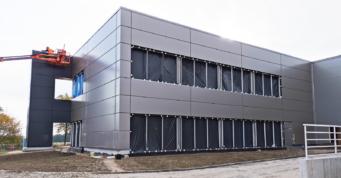 wykańczanie elewacji obróbkami blacharskimi - inwestycja przemysłowa, dla Turenwerke, Stanowice, woj. śląskie