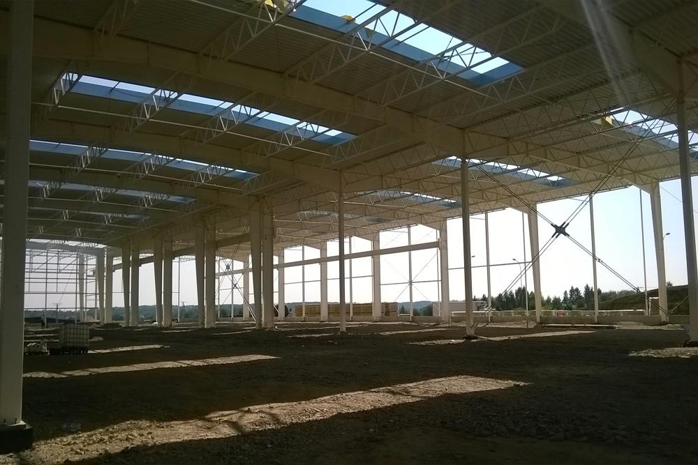 konstrukcja widziana od wewnątrz - hala produkcyjna z budynkiem biurowym, dla Adams, Mrągowo, woj. warmińsko-mazurskie