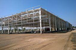 ściana tylna i boczna w budowie - hala produkcyjna z budynkiem biurowym, dla Adams, Mrągowo, woj. warmińsko-mazurskie
