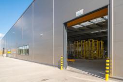 brama w hali - hala produkcyjno-magazynowa z częścią socjalno-biurową, dla Viscon Real Estate Poland, zrelizowana przez CoBouw Polska, woj. pomorskie, Płaszewko