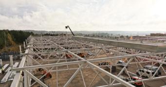 konstrukcja wiaty widziana z góry -budowa dla AdmaS, producenta okien, z Mrągowa, w woj. Warmińsko-mazurskim