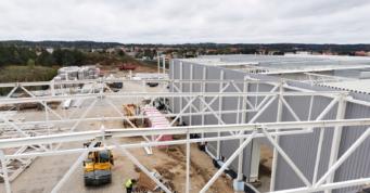 widok z góry na konstrukcję w montażu - rozbudowa inwestycji, AdamS, Mrągowo, woj. warmińsko-mazurskie