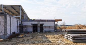 widok na budynek socjalno-biurowy w budowie - hala o powierzchni 6.000 m2, w woj. wielkopolskim