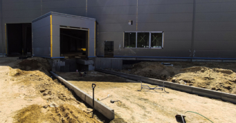 wykonywanie podjazdu do doku - rozbudowa hali, dla firmy z branży maszynowej, Viscon Group Poland, w Płaszewku, w woj. pomorskiem, na terenie Słupskiej SSE