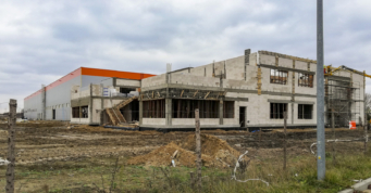 część socjalno-biurowa w trakcie prac - obiekt przemysłowy, o powierzchni 12.000 m2, dla firmy Fagum-Stomil, budowa przez CoBouw Polska, w Łukowie, w woj. lubelskim