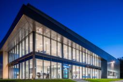 dwukondygnacyjna część biurowa obiektu - hala produkcyjno-magazynowa z częścią socjalno-biurową, dla Viscon Real Estate Poland, zrelizowana przez CoBouw Polska, woj. pomorskie, Płaszewko