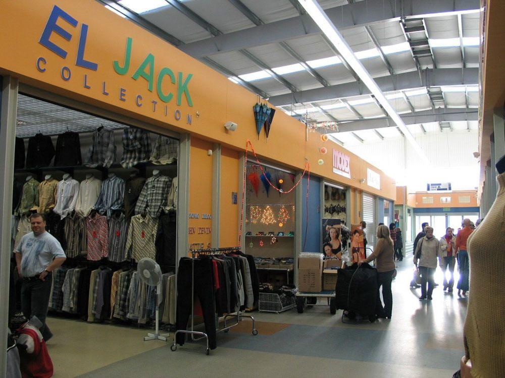 wnętrze gotowej hali 2 - boksy handlowe, dla Centrum Handlowe EACC, Wólka Kosowska, woj. mazowieckie