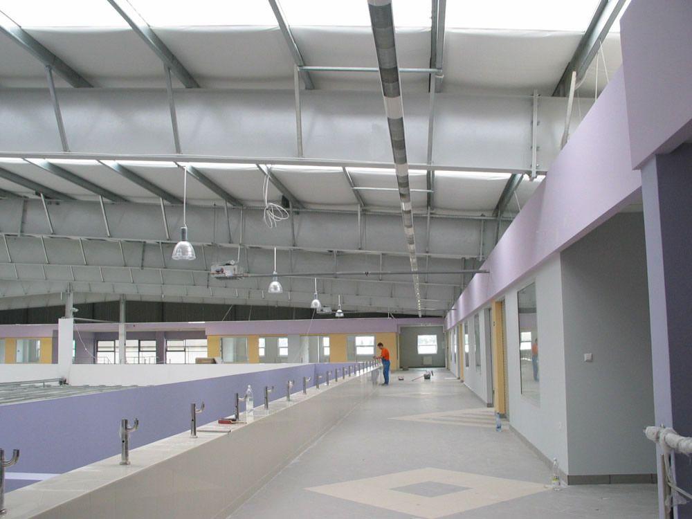 wnętrze hali w trakcie budowy 2 - boksy handlowe, dla Centrum Handlowe EACC, Wólka Kosowska, woj. mazowieckie