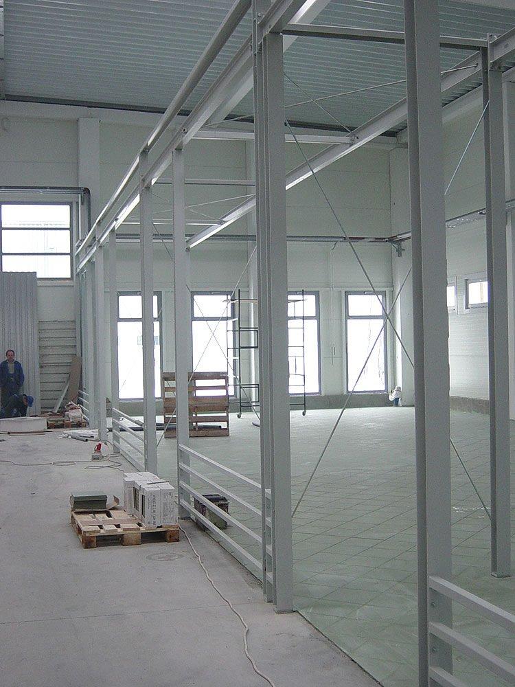 konstrukcja stalowa hali - boksy handlowe, dla Centrum Handlowe EACC, Wólka Kosowska, woj. mazowieckie