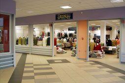 wnętrze gotowej hali 1 - boksy handlowe, dla Centrum Handlowe EACC, Wólka Kosowska, woj. mazowieckie