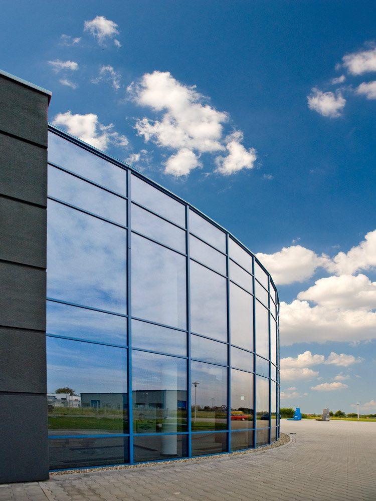 przeszklenie - hala produkcyjno-magazynowa z częścią biurową, dla Glass Produkt, Pyskowice, woj. śląskie