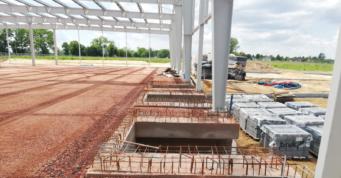 gotowe gniazda dokowe przygotowane do montażu rampy hydraulicznej - inwestycja w woj. śląskim, w Stanowicach, wybudowana dla firmy Turenwerke, przez CoBouw Polska