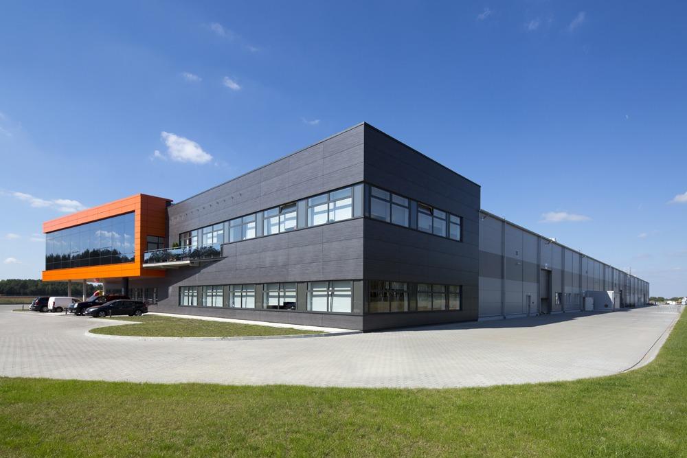 widok ogólny - hala produkcyjno-magazynowa z budynkiem biurowym, dla Lidermax, Łukowo, woj. mazowieckie