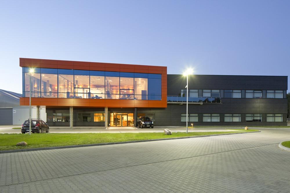ściana frontowa - hala produkcyjno-magazynowa z budynkiem biurowym, dla Lidermax, Łukowo, woj. mazowieckie