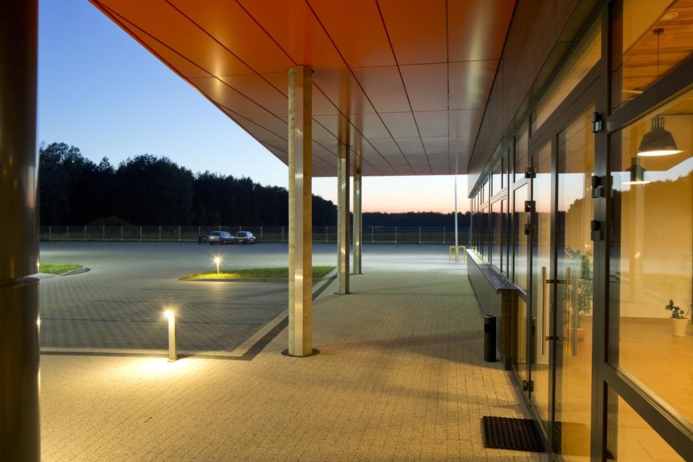 wejście główne do budynku 2 - hala produkcyjno-magazynowa z budynkiem biurowym, dla Lidermax, Łukowo, woj. mazowieckie