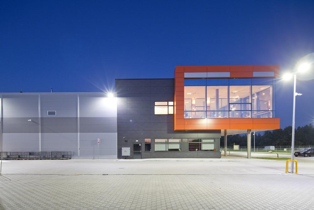 ściana boczna - hala produkcyjno-magazynowa z budynkiem biurowym, dla Lidermax, Łukowo, woj. mazowieckie