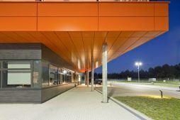 przejście prowadzące do wejścia głównego do budynku - hala produkcyjno-magazynowa z budynkiem biurowym, dla Lidermax, Łukowo