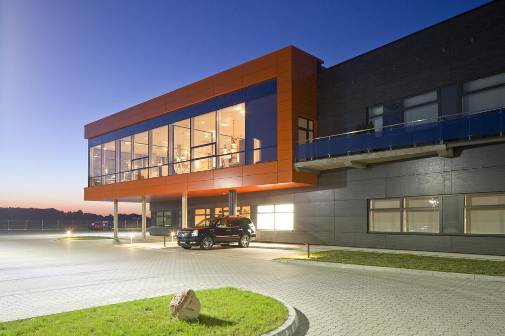 fragment elewacji frontowej - hala produkcyjno-magazynowa z budynkiem biurowym, dla Lidermax, Łukowo, woj. mazowieckie