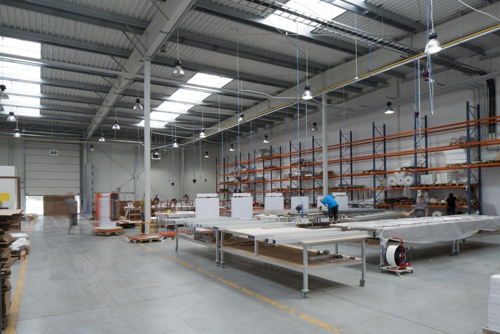 wnętrze hali - hala produkcyjno-magazynowa z budynkiem biurowym, dla Lidermax, Łukowo, woj. mazowieckie
