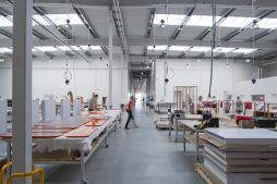 wnętrze hali stalowej - hala produkcyjno-magazynowa z budynkiem biurowym, dla Lidermax, Łukowo, woj. mazowieckie