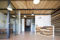recepcja - hala produkcyjno-magazynowa z budynkiem biurowym, dla Lidermax, Łukowo, woj. mazowieckie