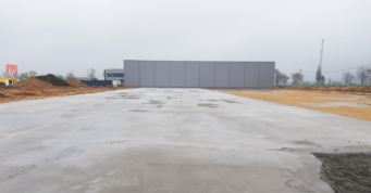 beton podkładowy pod posadzkę hali - drugi etap inwestycji Turenwerke, Stanowice, woj. śląskie