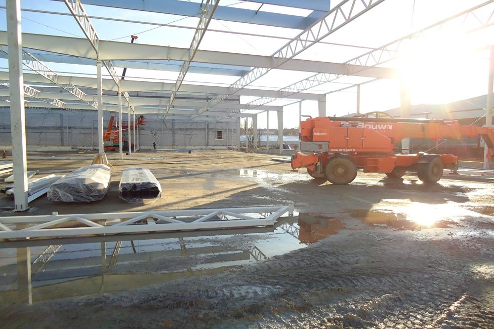 montaż elementów konstrukcji stalowej 2 - hala magazynowa z budynkiem biurowym, dla Refleks, Białystok