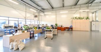 hala produkcyjna widziana od wewnątrz - inwestycja dla DreamPen, branża reklamowa, Zielona Góra