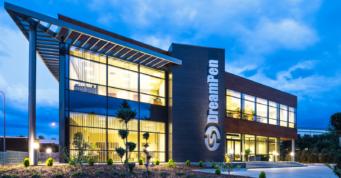 widok na całość inwestycji DreamPen - hala produkcyjno-magazynowa z częścią socjalno-biurową i budynkiem biurowym, dla DreamPen, Zielona Góra
