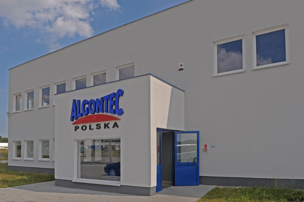 zbliżenie na logo inwestora - hala produkcyjna z budynkiem biurowym, dla Algontec, Kostrzyn nad Odrą