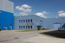 teren przed budynkiem 1 - hala produkcyjno-magazynowa, dla Lamix Mirosław Laszko, Witnica, woj. lubuskie