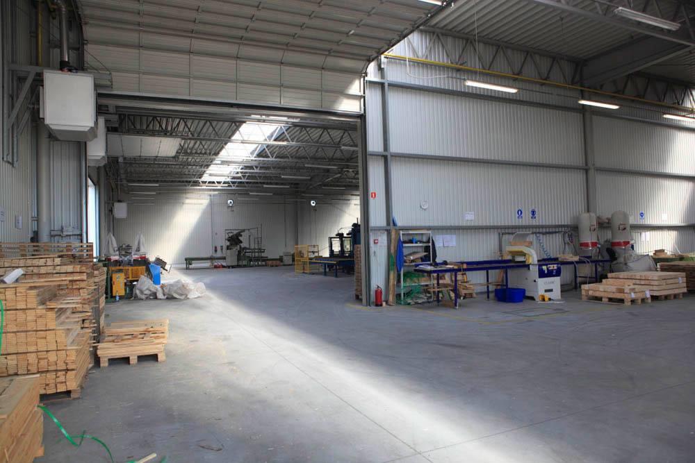 wnętrze hali 1 - hala produkcyjno-magazynowa z częścia biurową, dla Rotom, Środa Śląska, woj. dolnośląskie