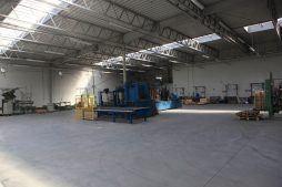 wnętrze hali - hala produkcyjno-magazynowa z częścia biurową, dla Rotom, Środa Śląska, woj. dolnośląskie