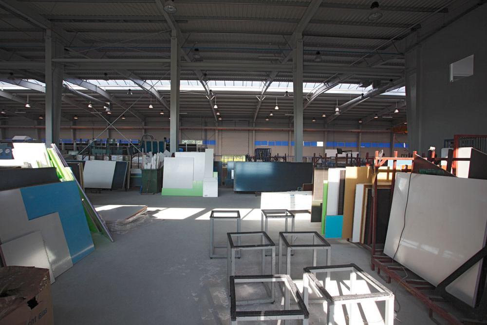wnętrze hali 1 - hala produkcyjno-magazynowa z częścią biurową, dla Glass Produkt, Pyskowice, woj. śląskie
