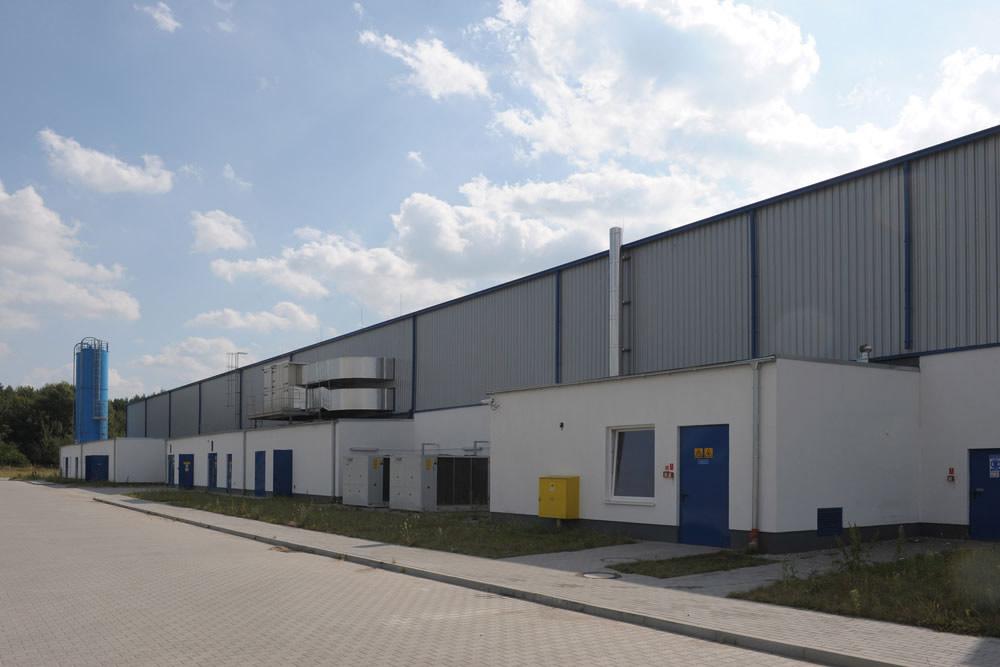 ściana tylna - hala produkcyjna z budynkiem biurowym, dla Algontec, Kostrzyn nad Odrą, woj. lubuskie
