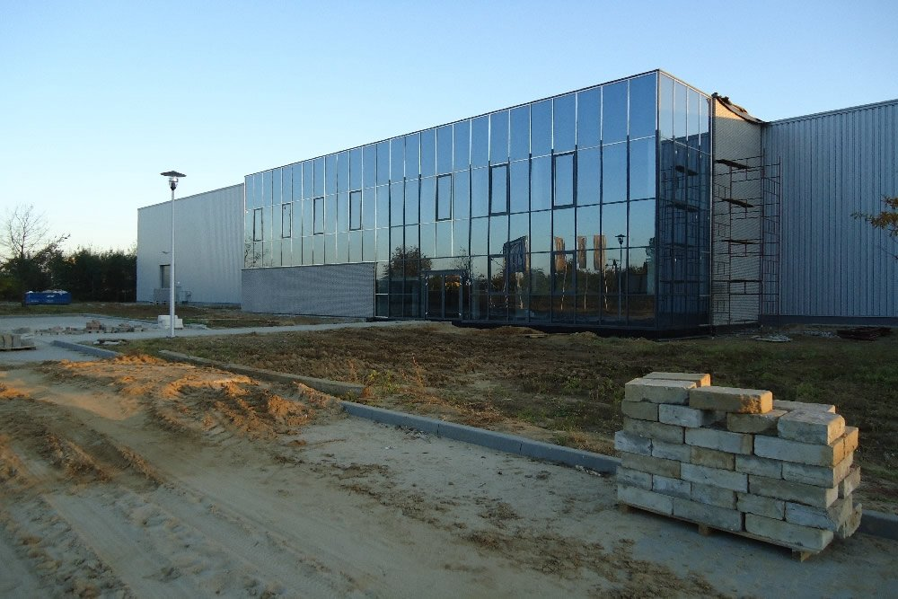 montaż paneli elewacyjnych - hala produkcyjna z budynkiem biurowym, dla Blyweert Aluminium, Czosnów, woj. mazowieckie