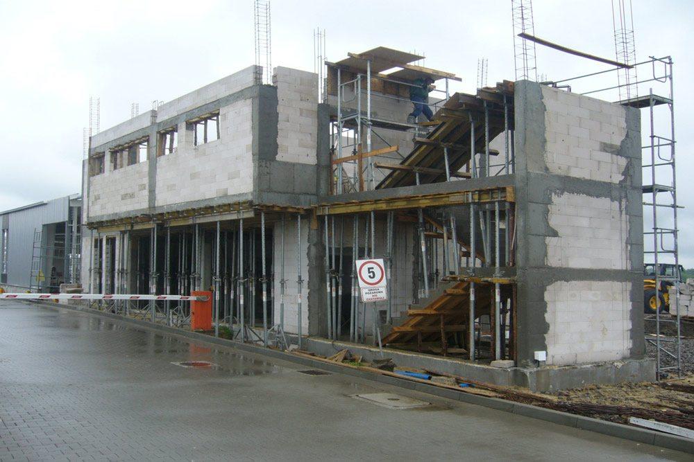 budynek budowlany w trakcie budowy - hala produkcyjna z budynkiem biurowym, dla Eurocolor, Pyskowice