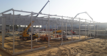 konstrukcja hali w montażu - hala magazynowa z częścią socjalno-biurową, dla Scania SA, Słupsk, woj. pomorskie